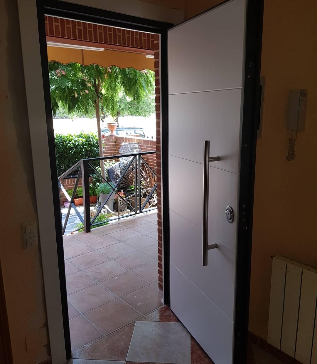Pvc 4r door security puertas acorazadas madrid puertas for Puertas aislamiento acustico precio